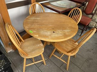 40  Round Dinning Table   4 Chairs