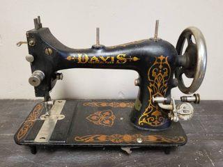 Antique Davis Sewing Machine Head   Treadle