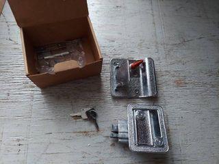 Trailer Door latch with Keys