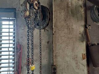 Chain Hoist Parts   Needs Drive Chain