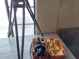 lietz Model 116 Transit  latches on Case are Broke  with Tripod