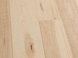 Malibu Wide Plank Hickory Crescent 3 8 in  T x 4 in  and 6 in  W x Varying l Engineered Click Hardwood Flooring  19 84 sq  ft case