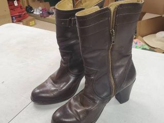 FRYE leather Ankle Boots size 6 5B