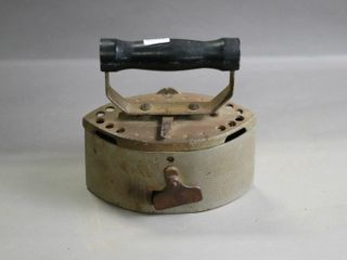 EARlY CAST CHARCOAl IRON 7