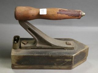 EARlY ElECTRIC IRON   NO CORD 9