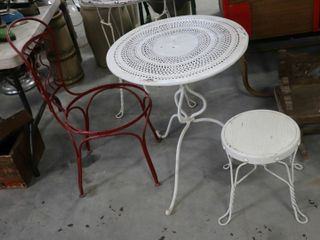 ICE CREAM CHAIR  STOOl AND TABlE