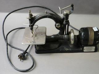 WIlCOX AND GIBBS EARlY ElECTRIC SEWING MACHINE