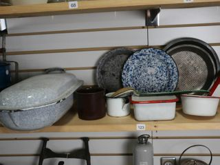 9 PIECES OF ENAMElWARE AND 2 BAKING PANS