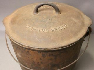 MCClARY CAST COVERED POT WITH HANDlE AND lID
