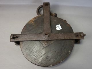 CAST AND WOOD PUllY