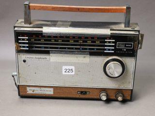 PORTABlE RADIO WORlD TRVElER