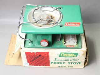 COlEMAN PICNIC STOVE WITH BOX