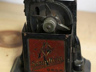 EARlY PENCIl SHARPENER 4X3X6