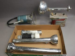 lOT OF ANTIQUE FlASH lIGHTS AND HAND lANTERN