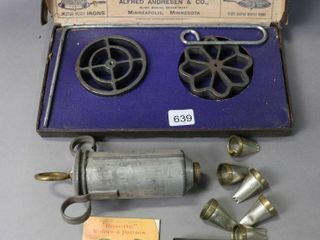 ROSETTE IRONS WITH BOX