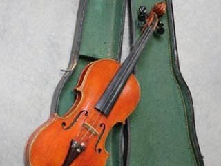 ANTIQUE WOODEN VIOlIN WITH CASE 23
