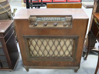 ElECTROHOME CABINET RADIO   NOT TESTED