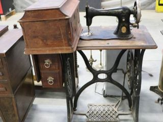 SINGER TREDlE SEWING MACHINE AND CABINET