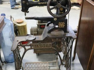 EARlY SINGER TREDlE SEWING MACHINE AND CABINET