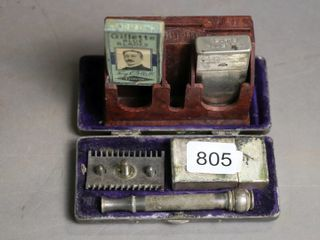 GIllETTE RAZOR AND BlADES AND CASES