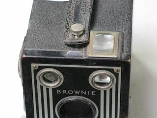 BROWNIE TARGET SIX  20 CAMERA   NOT TESTED
