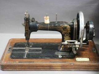 ANTIQUE SEWING MACHINE  HAS KEY BUT lOCKED