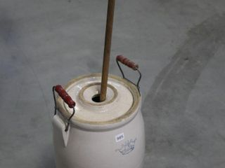 3 GAllON CROCK WITH lID AND WOOD CHURN
