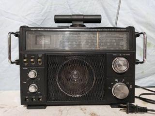 Vintage Realistic Multiband Radio