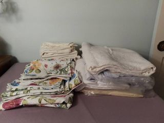 lot of Miscellaneous Kitchen linens   Floral and lace Patterned Take Cloths with Matching Cloth Napkins and Place Settings