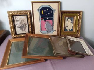 Small lot of Miscellaneous Picture Frames and Art   Framed Pencil Drawing is A Windsor Art Product from Chicago  Il