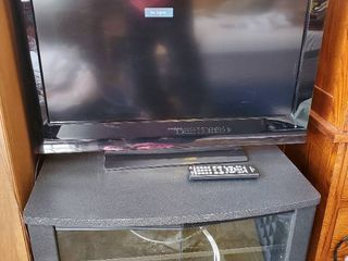 Insignia 31 Inch TV  with lower Console and VCR  Tested and Working