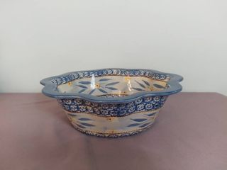 Temp tations Presentable Ovenware by Tara Old World Pattern Wavy Chip Salad Bowl   Oven Dishwasher and Microwave Safe