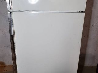 Sears Coldspot Refrigerator  Contents Not Included  Tested and Working  Must Have Own Means Of Removal