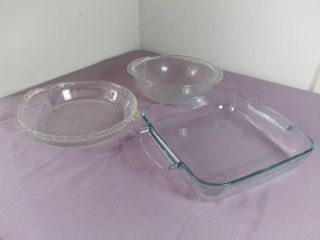 lot Of 3 Pyrex Dishes   2 Round   1 Square