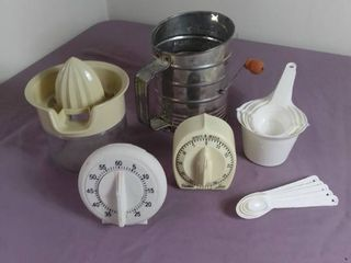 lot Of 6 Items   2 Cooking Timers   1 Hand Juicer   Sifter