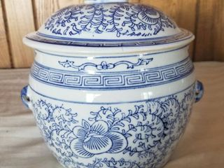 Porcelain Ginger Jar Blue and White Intricate with Dog Finial on lid
