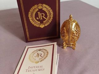 Imperial Treasures by Joan Rivers Series 1 Fabrege Eggs   The 2nd in Series 1 The Four Seasons Egg   Opens to reveal small charm