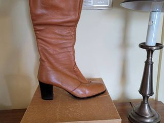 Bandolinos Size 8 5 Womams Knee High Copper Tone Boot