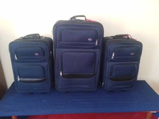 3 Piece American Tourister Rolling luggage Set Navy Blue