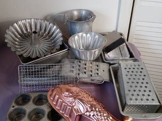 Small lot of Vintage Metal Tin Kitchen Items   Bread Pans  Pitcher  Muffin Tins  Fish Shaped Mold  Cheese Graters Etc