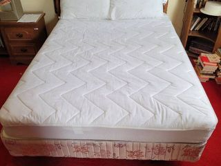 Honeydee Maple Full size Mattress and Box Springs