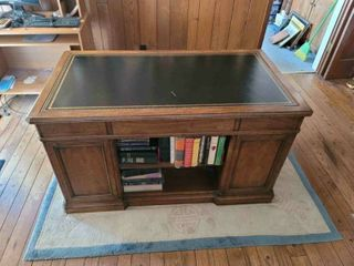 Sligh lowry leather Top Executive Desk Books Not Included