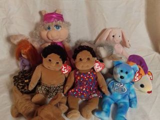 Small lot of Stuffed Animals   Beanie Babies and Other Stuffed Animals
