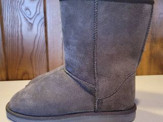 Grey leather Unbranded Faux Fur liner Womans Boots Size 9