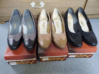 3 Pairs of SElBY E comb Smooth Heels  Size 8 5B