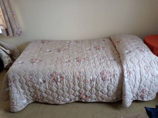 Vintage Twin Bed With Wooden legs linen Included