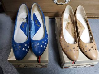2 Pairs of Norvelle High Heel Shoes  Blue ans Tan Size 8 5
