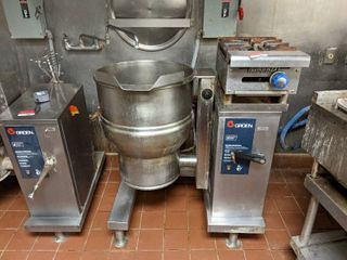 Groen 20 Gallon Steam Kettle Manual Tilt DEE 4 20 and Imperial Natural Gas Single Burner 1HPA 1 12
