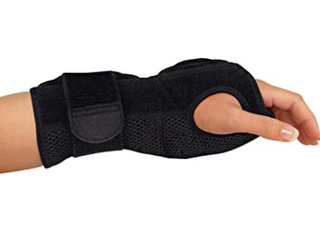 MUEllER CARPAl TUNNEl WRIST BRACE  WRIST MEASUREMENT 5 75 9IN  BlACK