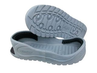 Tidy Trax J Hands Free Shoe Covers   Size J GREY